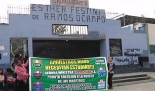 Padres de familia protestan por ausencia de maestros en colegio de Comas