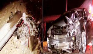 Miraflores: auto derriba dos postes en circuito de playas
