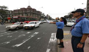 Scouts dirigen tránsito de Lima en homenaje a Santa Rosa