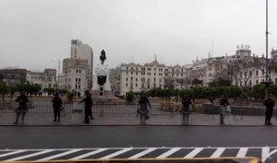 Maestros se enfrentan a policías que impedían su ingreso a la Plaza San Martín