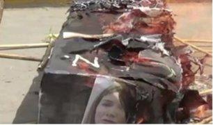 Huelga de maestros: quemaron ataúd de papel con rostro de Martens