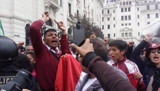 Profesores tomaron plaza Bolognesi y anunciaron huelga de hambre