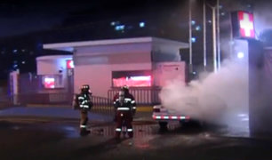 Jesús María: auto se incendió frente al hospital Rebagliati
