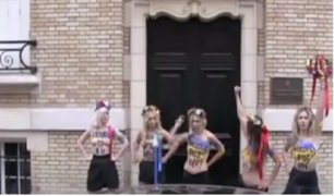 Ucrania: activista feminista protesta en topless en plena vía pública