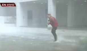 VIDEO: periodista arriesga su vida al transmitir llegada del huracán Irma