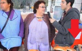 Perro roba empanada a vendedora que era entrevistada por medio chileno
