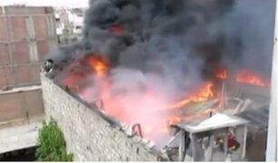 Arequipa: voraz incendio afectó galerías en centro de la ciudad