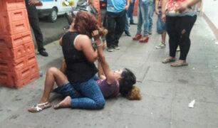 Cámaras registran violentos enfrentamientos entre mujeres en la vía pública