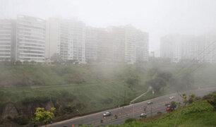 Atención conductores: se registra intensa llovizna y neblina en la capital