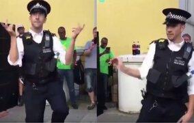 Policía enloquece al público con hilarante baile en carnaval de Londres