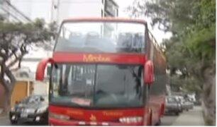 Denuncian que vehículos mal estacionados impiden libre tránsito en Miraflores