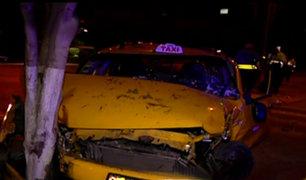 Santa Beatriz: pasajera queda herida tras choque entre auto y minivan