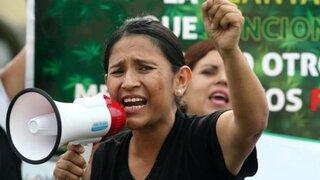 Madre es acusada de narcotraficante por utilizar cannabis para tratamiento de su hijo