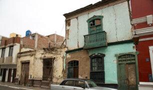 Familias habitan viejas casonas de Barrios Altos en riesgo de colapsar