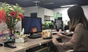 China: Famosa youtuber sorprende al cocinar con materiales de oficina
