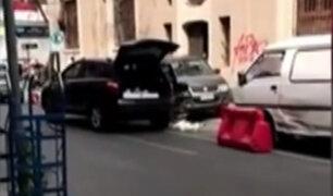 Chile: mujer en estado de ebriedad estrella su auto contra vehículos estacionados