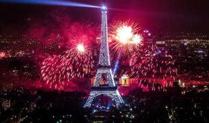 Francia: torre Eiffel ofrece espectáculo por los 300 millones de visitas