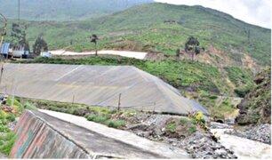 Ministra Aljovín inspeccionó construcción de muro de contención en cerro Tamboraque