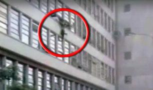 Cercado de Lima: hombre intenta lanzarse de edificio de Ministerio Público