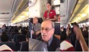 'Cachito' Ramírez canta 'Contigo Perú' en avión rumbo a Buenos Aires