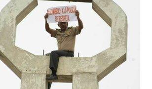 Suboficial se subió a campanario de iglesia para protestar contra ministro Basombrío