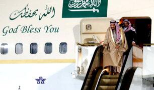 Rusia: rey saudí sufre percance en escalera eléctrica