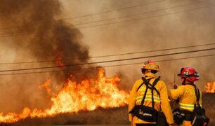 EEUU: al menos 10 muertos y 20 mil evacuados por incendio en California
