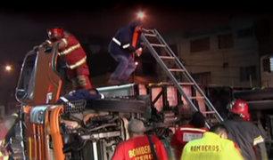 SMP: conductor quedó atrapado tras volcadura de tráiler