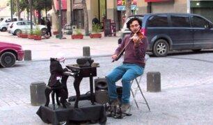 El titiritero chileno y su muñeco: música de a dos en Lima