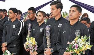 Futbolistas aliancistas participaron de tercer recorrido del Señor de los Milagros