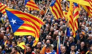 España: multitudinaria protesta contra la intervención de Cataluña