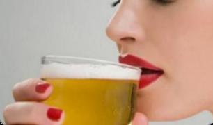 La cerveza tiene beneficios para la salud de las mujeres