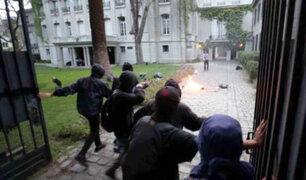 Chile: atacan embajada de Argentina en medio de una protesta