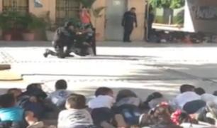 México: policías enseñan a niños a cómo actuar en caso de balacera