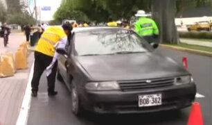 Conductores de taxis colectivos se resisten a ser intervenidos en la avenida Arequipa
