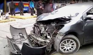 Avenida Brasil: choque entre ambulancia y auto deja una persona herida