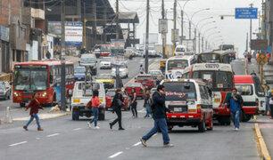 Vecinos de Cercado de Lima y SMP arriesgan su vida al cruzar nuevo puente Bella Unión