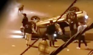 La Victoria: auto terminó volcado y delincuentes asaltan a herido