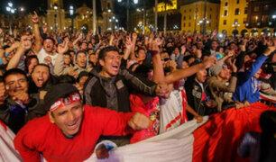 Plaza de Armas: hinchas peruanos vivieron una fiesta en la previa contra Nueva Zelanda