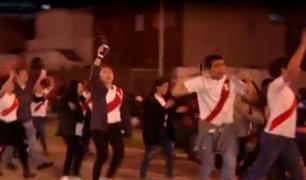 Hinchas recorrieron avenida Arequipa en medio de cánticos y arengas