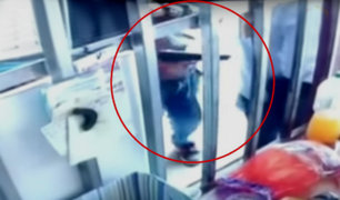 Piura: cámaras captan violento asalto a cliente de ferretería