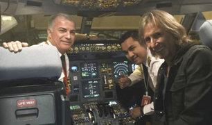 Ricardo Gareca recibe homenaje en un avión rumbo a Buenos Aires