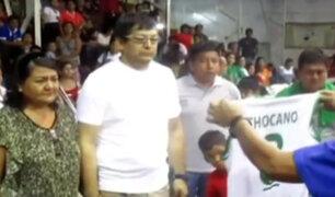 Tingo María: entregan camiseta de Alesandra Chocano a sus padres durante inicio de campeonato