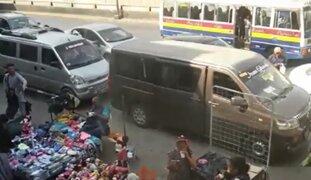 Ambulantes y 'colectiveros' informales generan caos en la Panamericana Norte