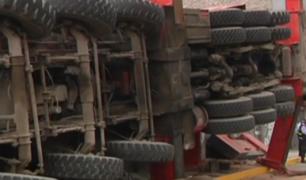 Camión que se despistó en avenida Colonial generó caos vehicular