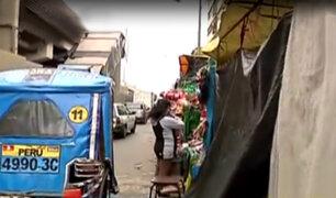 La Victoria: vendedores ambulantes invaden calles causando congestión vehicular