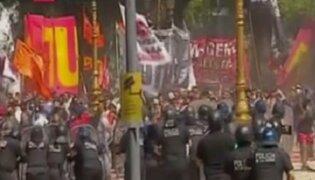 Argentina: manifestantes se enfrentan a la policía en exteriores de Congreso