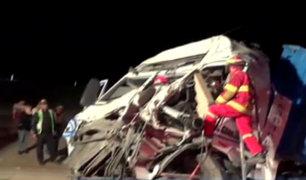 Tacna: dos muertos deja choque de camión contra muro de concreto