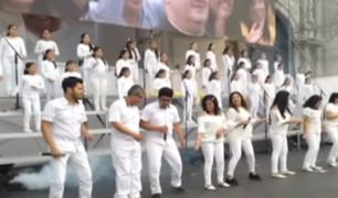Jóvenes se preparan para cantar al Papa Francisco en la Plaza de Armas de Lima