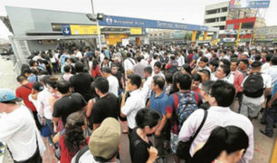 Tráfico en Lima: pasajeros atrapados en el transporte público previo a fiestas navideñas